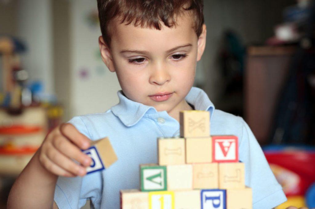 autizm, autizm belgilari