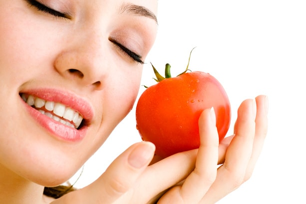 Photo of Yuz uchun pomidordan foydali niqoblar